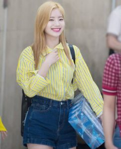 黄色のロングシャツ