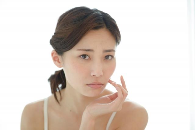 なんで風邪をひくと肌が荒れやすいの?
